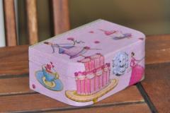 Caja decorada con la técnica de decoupage
